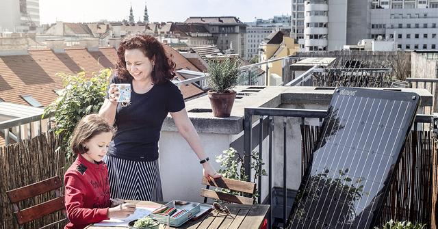 greenpeace energy mini solarmodul f r energie revolution auf dem balkon ee. Black Bedroom Furniture Sets. Home Design Ideas